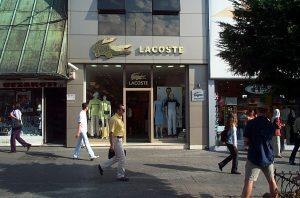 Tienda de Lacoste 300x198 - Tienda de Lacoste
